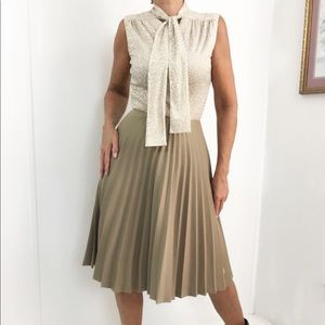 Vintage Sleeveless Pleated Skirt Khaki Beige Dress